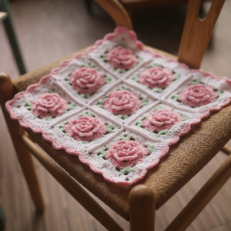Manual retro forest handmade crocheted square antique blanket princess wind little fairy pink rose blanket