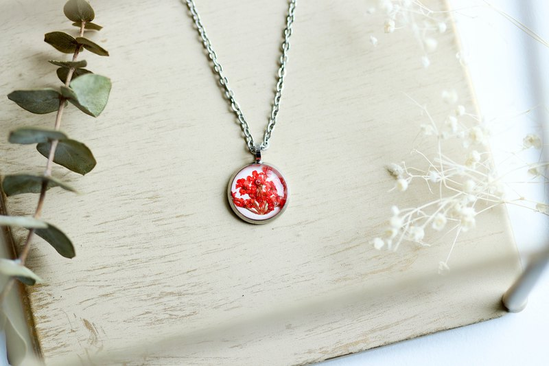 Ammi majus (Red, BG-White) – Necklace 10 mm.