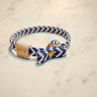 Cats small collar collar summer style blue and white stripes V type vegetable tanned leather can be purchased tag with double reversed name Holster gift bell