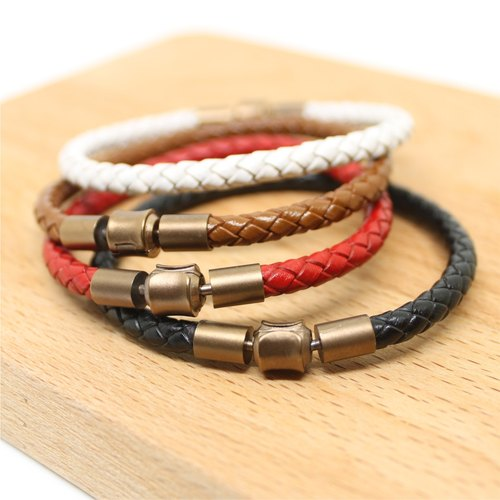 [Butterfly hand made leather] single limited. Leather braided bracelet.
