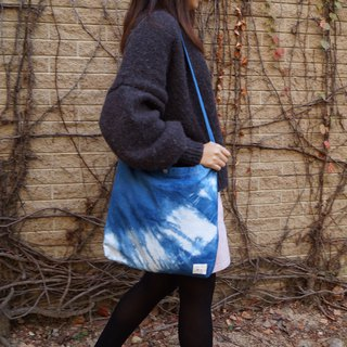 Blue dyed canvas bag | Track