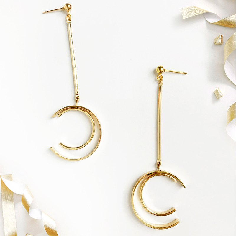 Circular long eardrop designer original golden atmosphere extremely simple invis