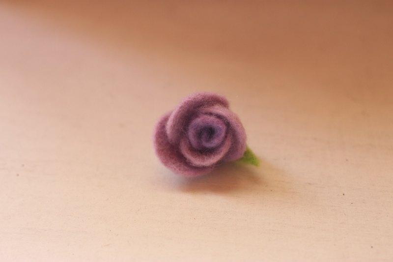 Mini rose brooch lavender gradient needs to be customized