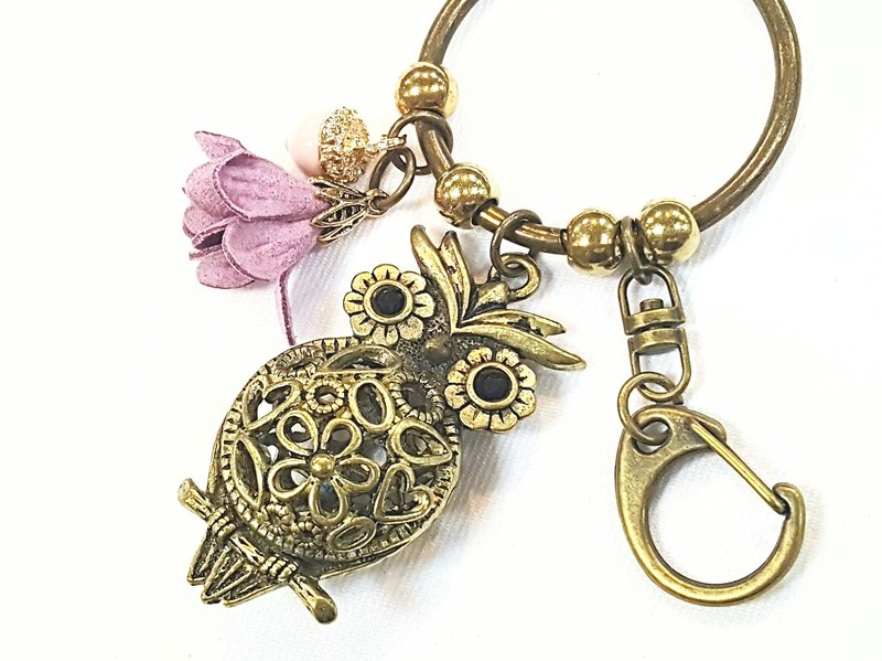 Paris * Le Bonheun. Dream forest series hollow owl key ring. Color acorn flowers. Key ring strap