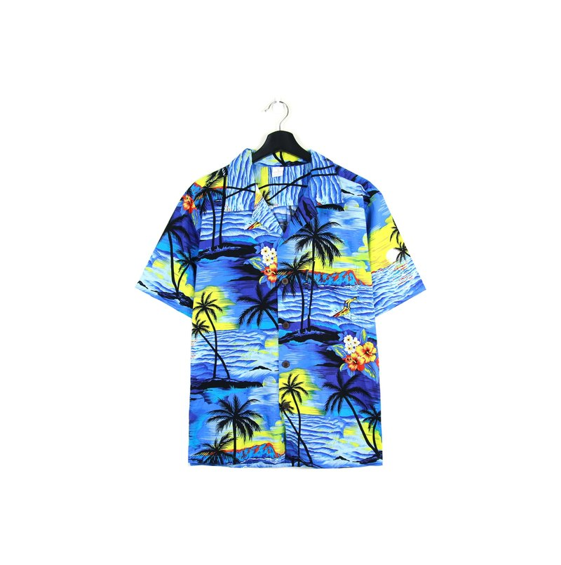 Back to Green :: Sky Swallow Coconut // Men and women can wear // vintage Hawaii Shirts (H-36)