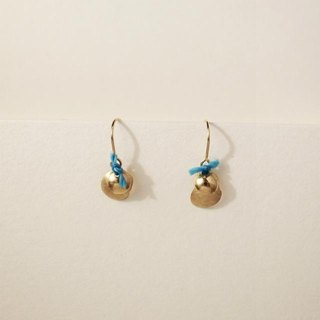18 karat gold hook earrings: Layer Blue