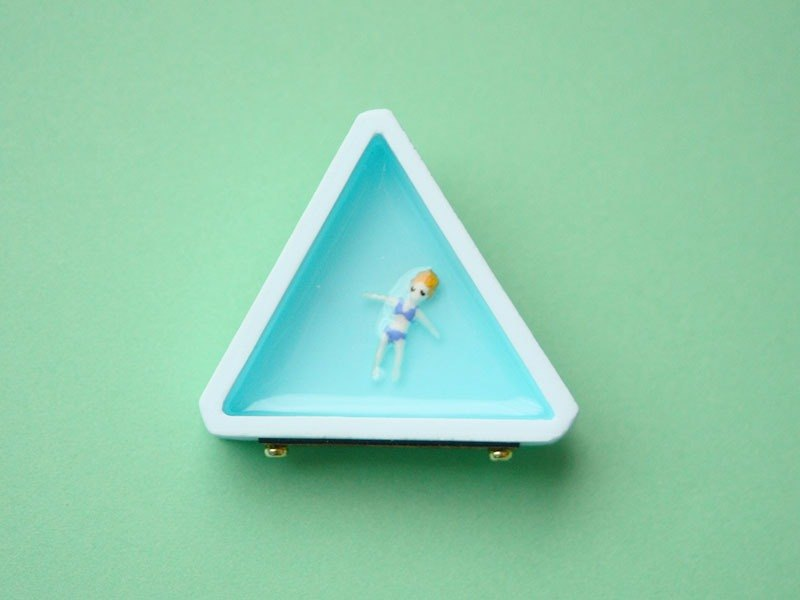 Celebrity Brooch-Triangle / blue