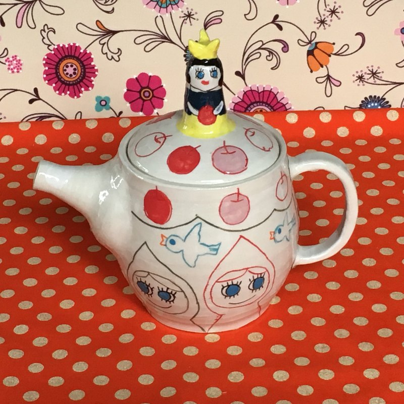 Tea pot with Snow White