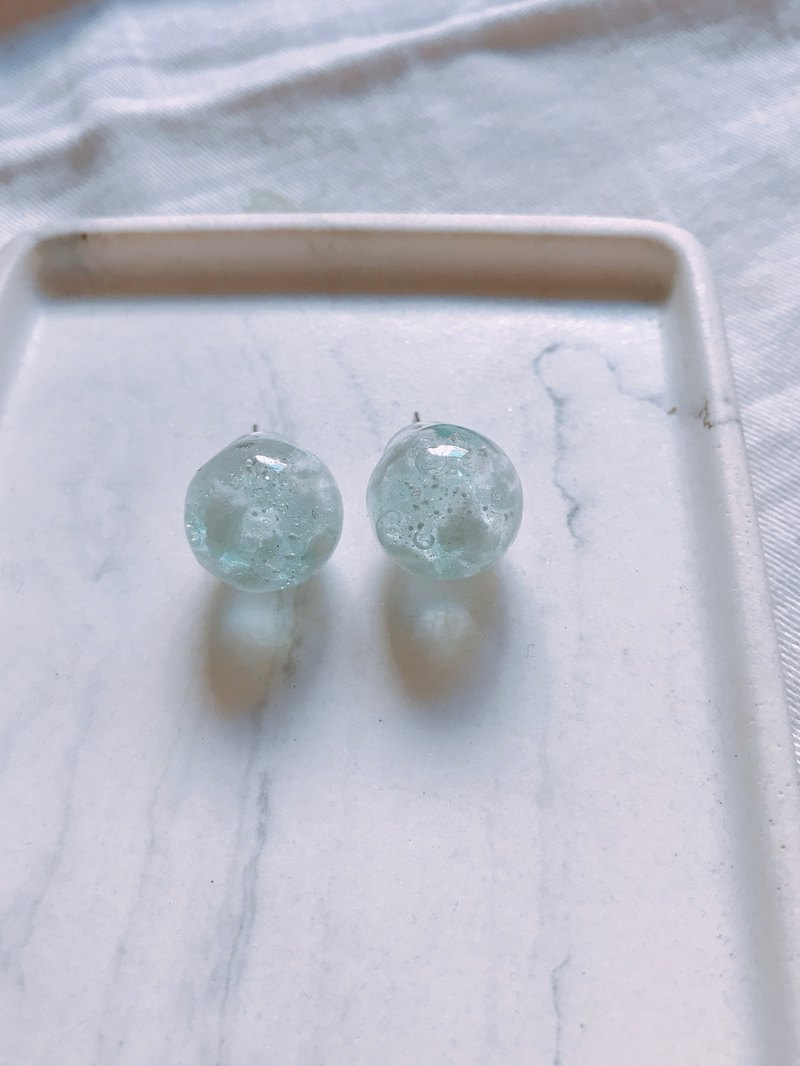 Bubble Gum Planet Series / Clear Blue Sky Earrings