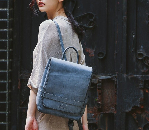 Lifting the cross-belt design to wipe the leather leather back pack gray blue