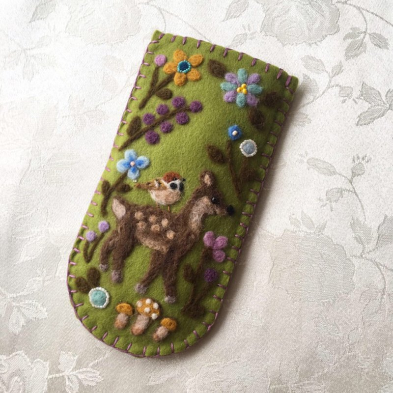 glasses case of fawn and sparrow