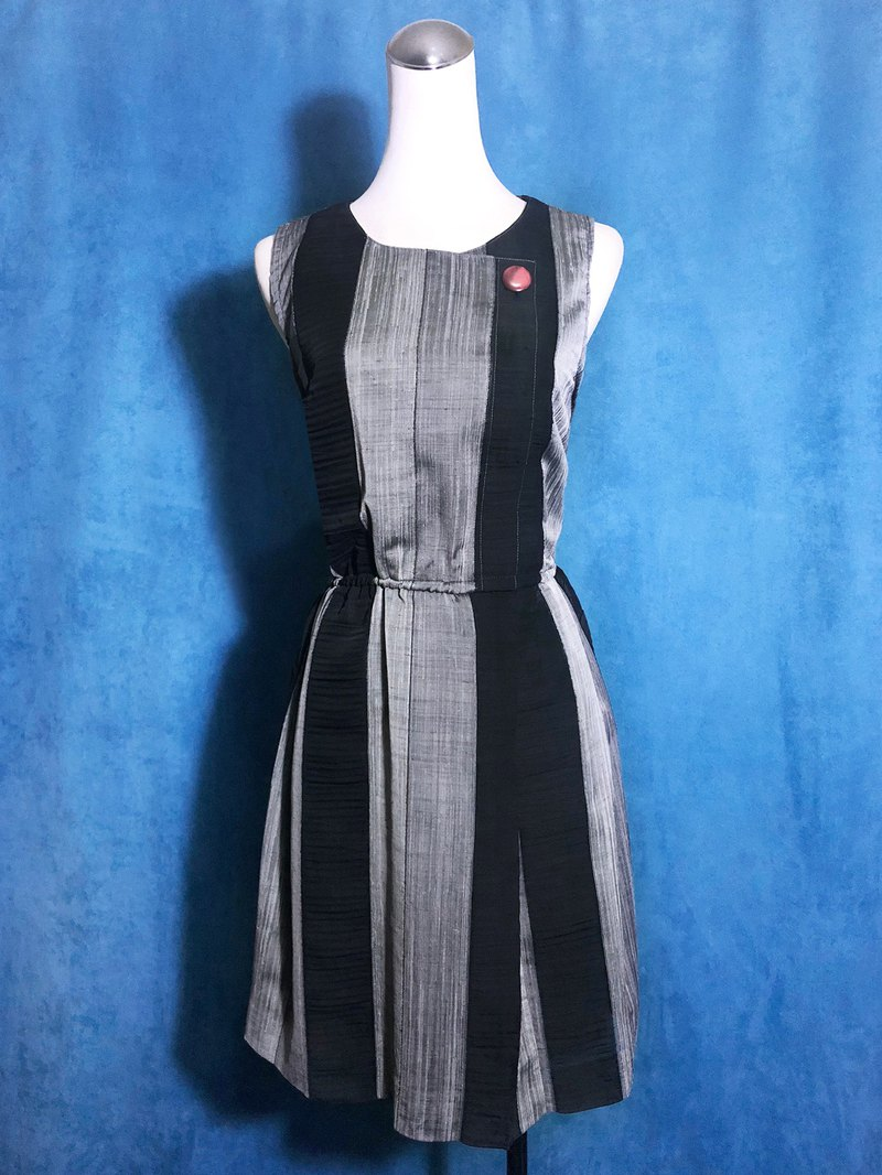 Silver-gray sleeveless vintage dress / brought back to VINTAGE abroad