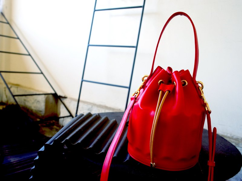 WAVE Collection - Rolling Wave Bag (Hand made / Bucket bag / Red)