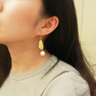 *Coucoubird*feather. Bead brass earrings