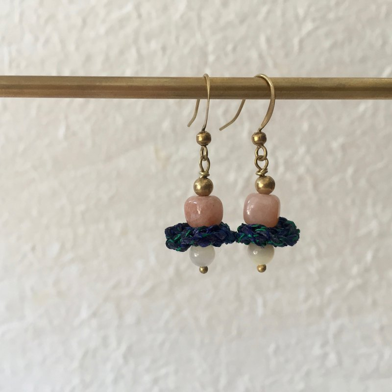 Petite crochet x stone earrings -yellow jade and opal