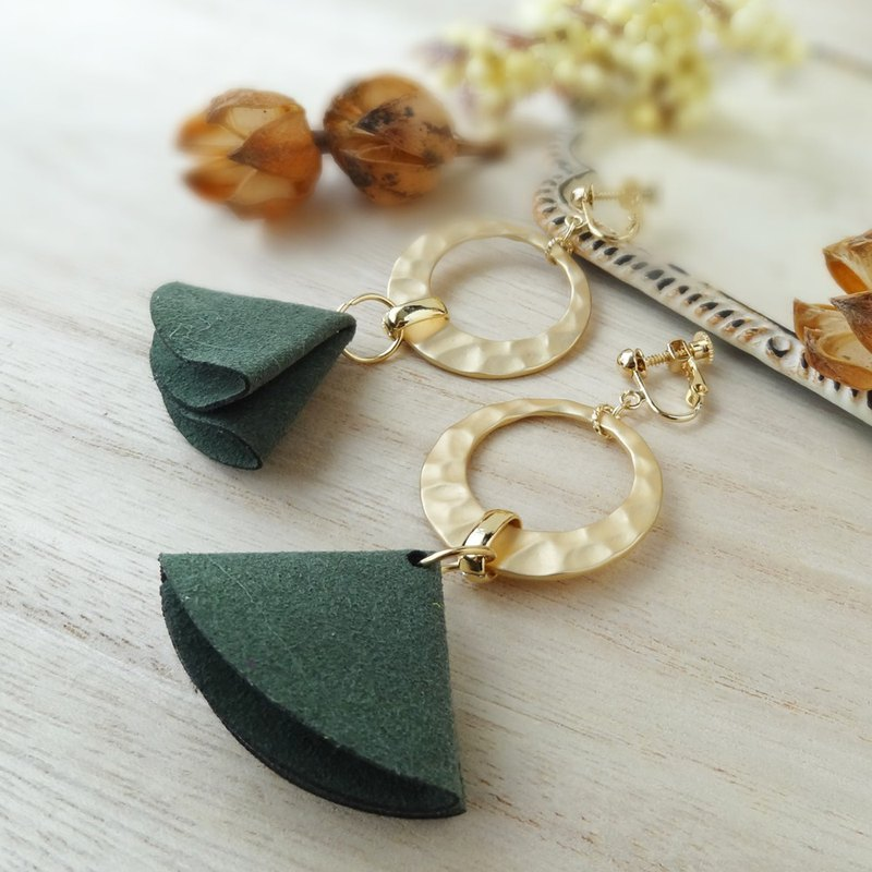 Suede tassel and gold ring 【moss-green】 Earrings