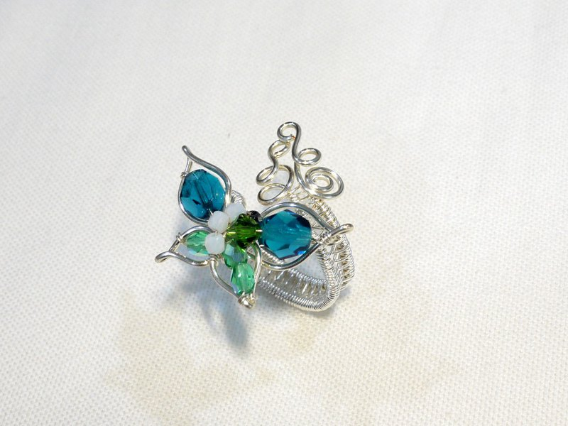 Fingertip butterfly (adjustable ring)