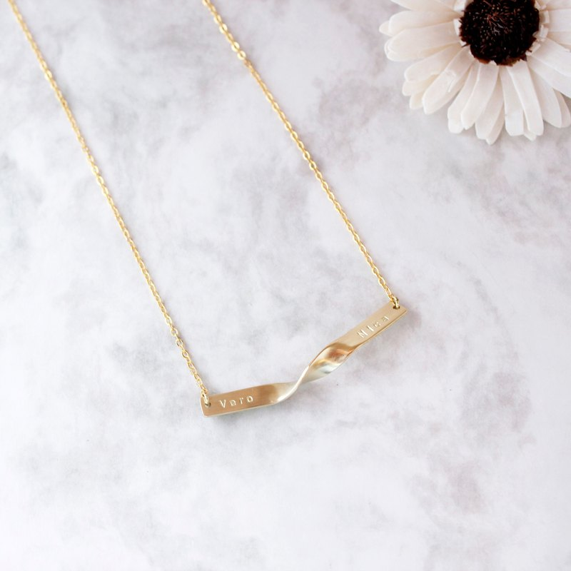 Minimalist connection exclusive brass clavicle necklace custom hand knocking letter anniversary gift
