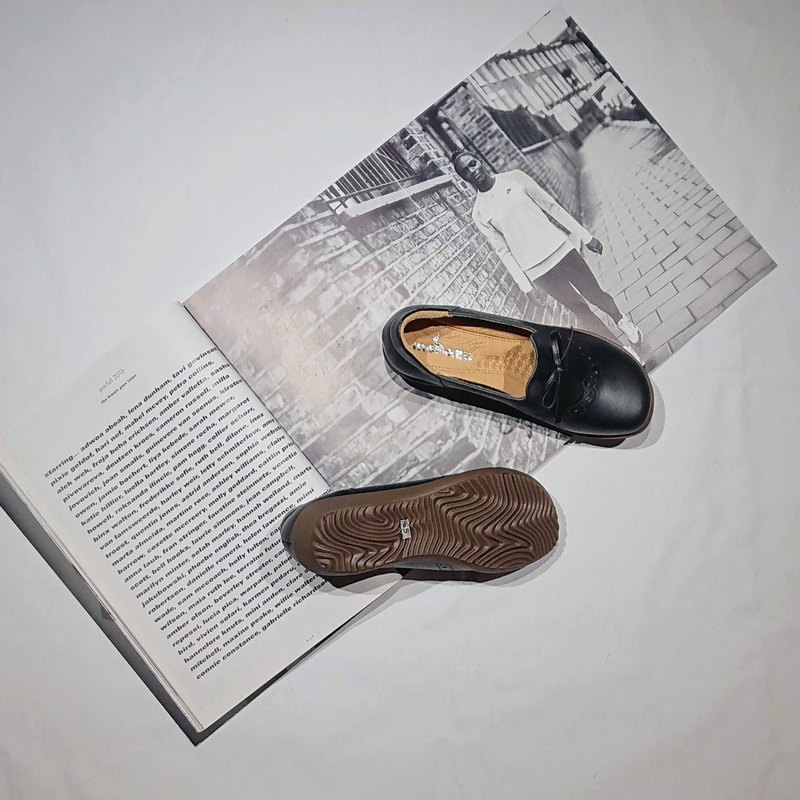 Petty bourgeoisie shoes, loose, comfortable, good to wear, Lok Fu shoes, carved bow, leather black
