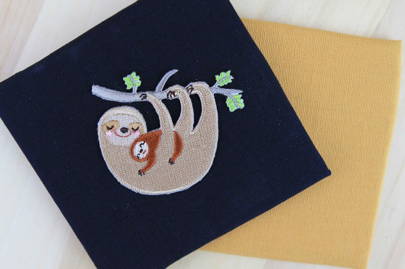 Sloth Mother hug - self-adhesive embroidered cloth affixed tree sloth series