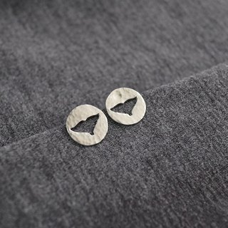 ni.kou silver carved earrings - white whale tail