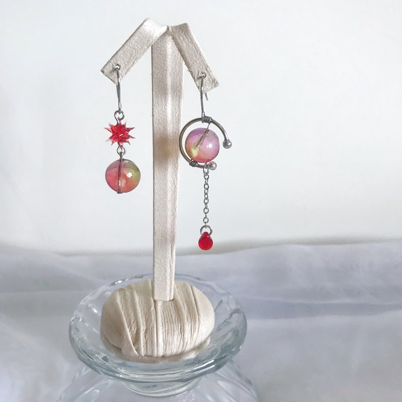 Red Moon Planet - Handmade Resin Red Green Purple Rendering Asymmetric Earrings Dangling Earrings Ear/Ear clip