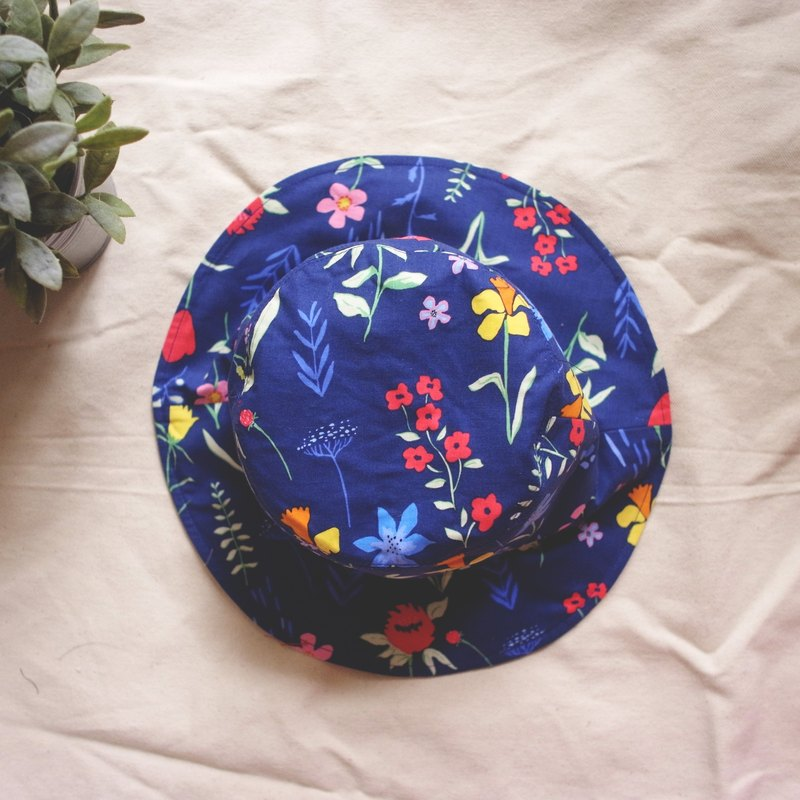Send you a bouquet of flowers handmade hat