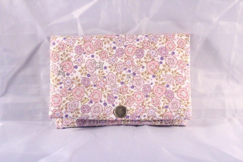 Multilevel purse - white flowers Cat