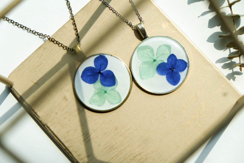 Hydrangeas (Blue+Green, BG-White) – Necklace 30 mm.