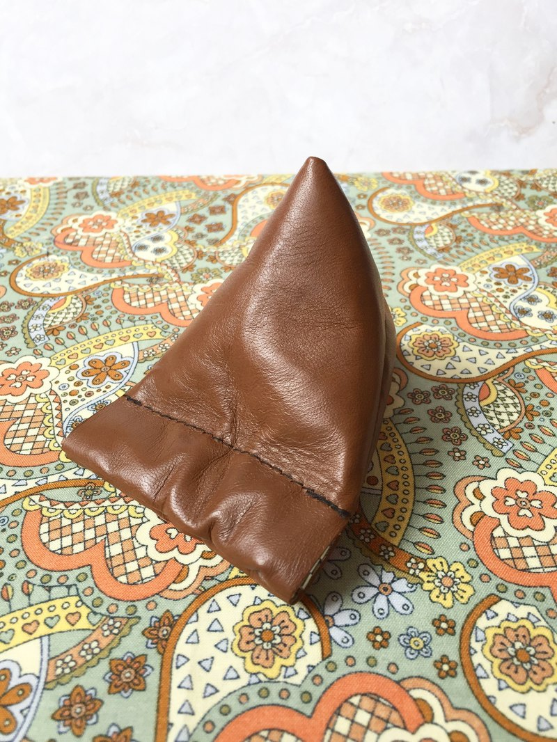 PY86-Brown leather pyramid flex frame coin purse