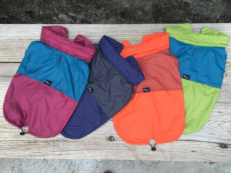 Can accommodate color matching style pet jacket outdoor pet jacket