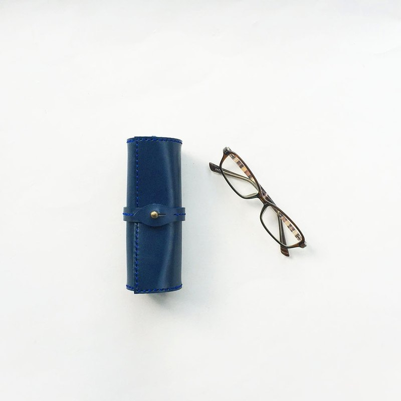 Tochigi leather scrolls glasses case indigo