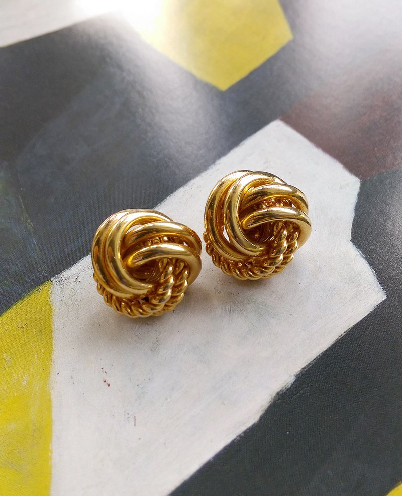 [Western antique jewelry / old age] twisted metal ball pin earrings