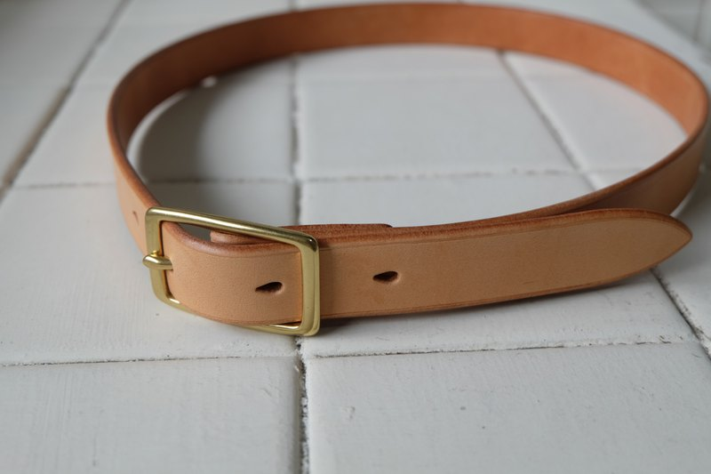 Hand-stitched Italian vegetable tanned leather belt