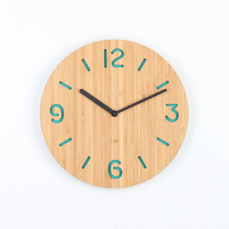 LOO Wall Clock. Round Numbers Mint Green
