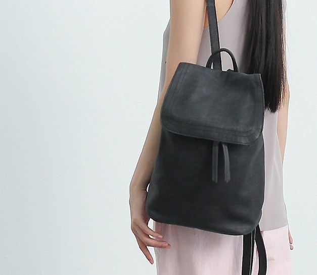 U-shaped zipper cover light leather back pack gray black