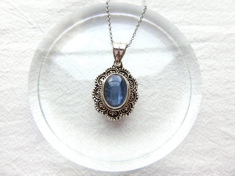 Kyanite 925 sterling silver vintage lace necklace Nepal handmade silverware