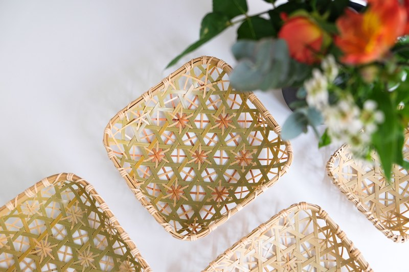 Handmade bamboo platter (M) | Hexagonal chrysanthemum woven | Primary color / Natural dyed orange