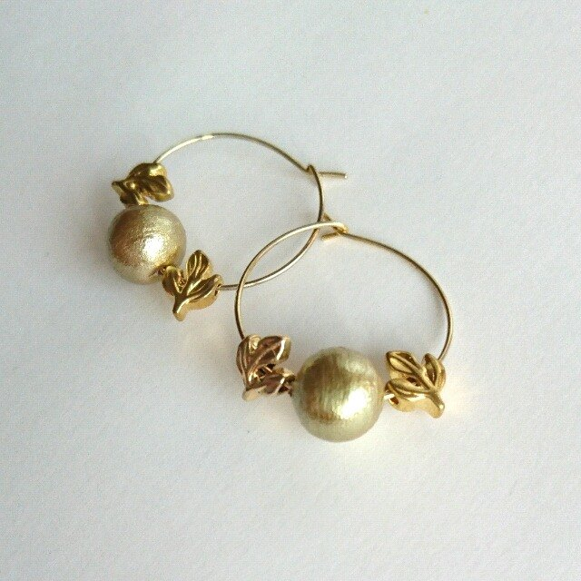 Leaf & 1 grain Gold Cotton Pearl Hoop Earrings