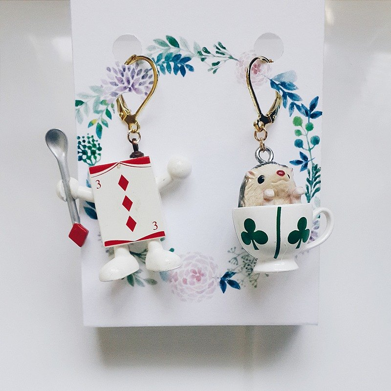momolico earrings fairy tale Alice Department hedgehog cards can be changed cramping