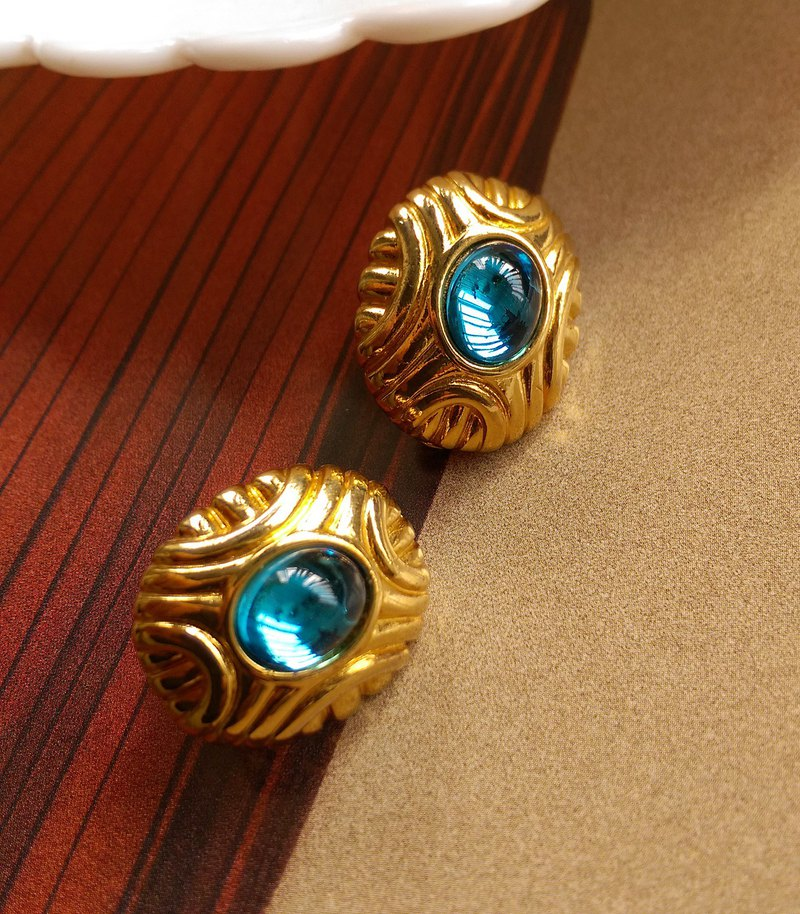 Western antique jewelry. MONET blue eye clip earrings