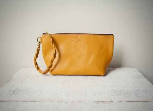 "[Instant delivery possible] Italian leather * Nume leather handbag pouch ""barco"" M (Mimosa)"