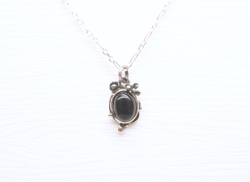 Ermao silver [morning dew package - petal drop design necklace] black agate. Sterling silver