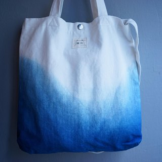 Blue dyed canvas bag | Pool