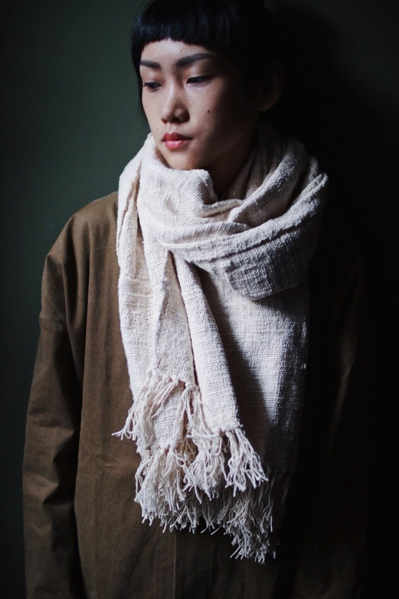 OMAKE Select cotton handkerchief line hand-woven scarf white