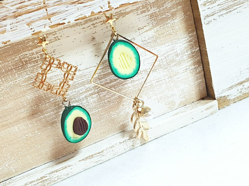 Paris*Le Bonheun. Geometric round design earrings. Avocado bite
