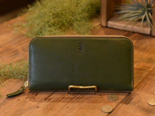 [New product] [Cogocoro x Takumics collaboration] Round fastener wallet made of Tochigi leather Moss Green