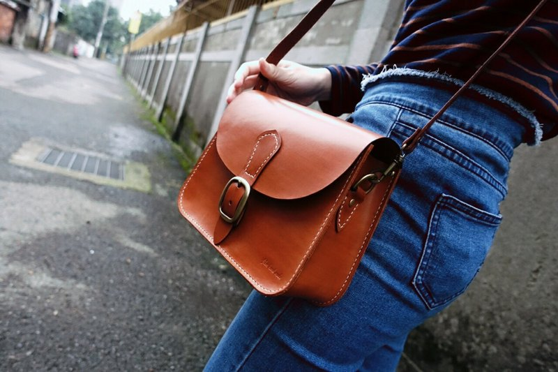 Handmade vegetable tanned leather saddle bag made of fiber leather