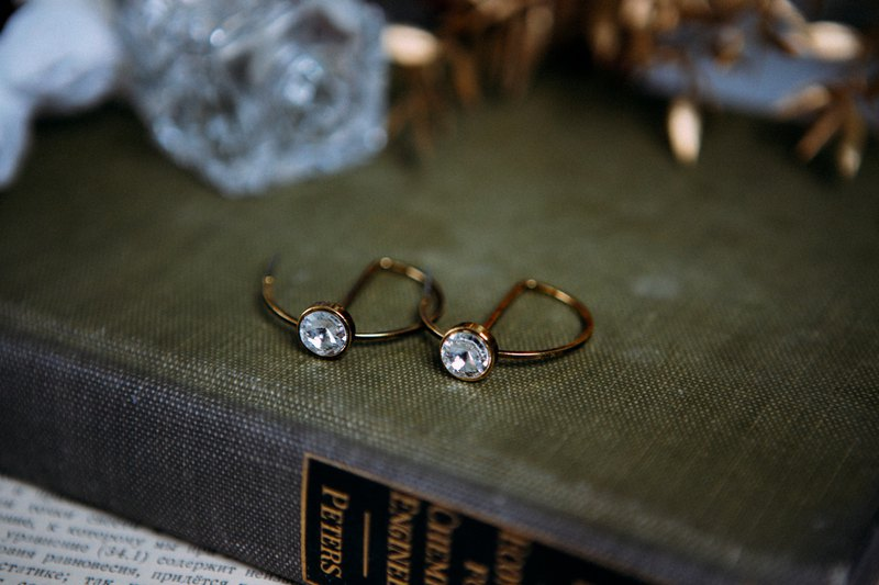 COR-DATE-simple pie-circular line rhinestone earrings