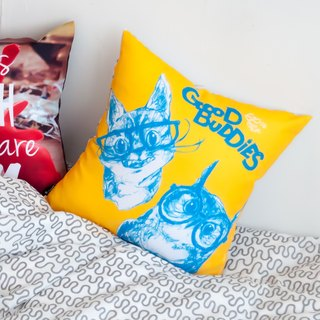 GOOD BUDDIES - Cat Owl - Home Decor Throw Pillow Home Furnishings Interior Design Car Pillow Lunch Break Gift - Liu Yi Qi 61Chi